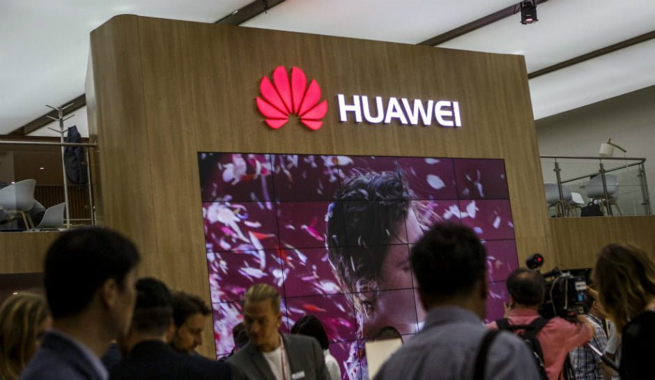 """Huawei Wins 2016 """"Best Consumer Electronics Brand"""" in China"""