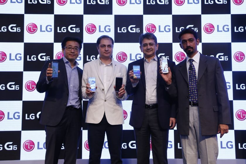 LG officials at the launch of LG G6